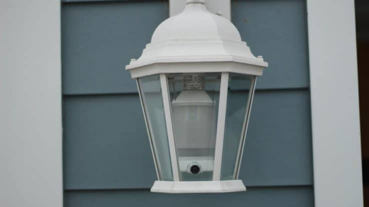 Новинка – встроенная в лампу камера видеонаблюдения